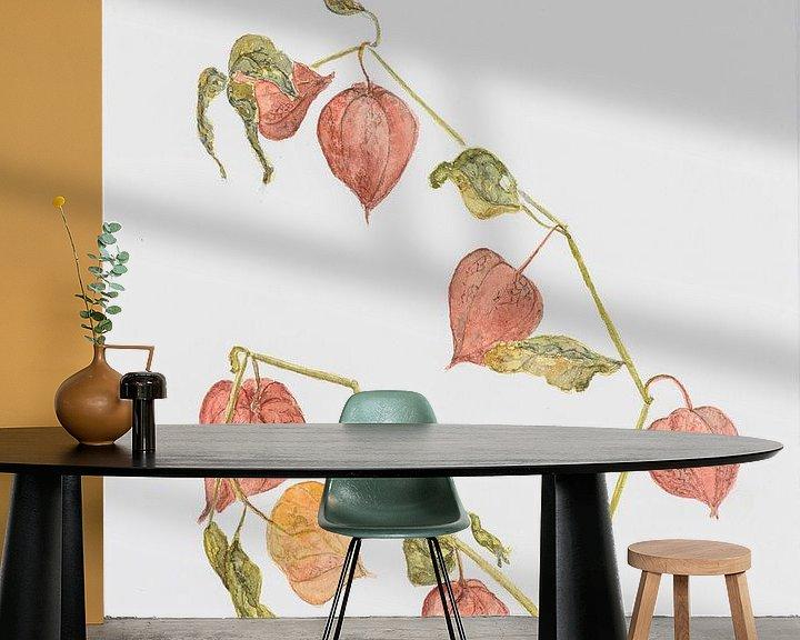 Sfeerimpressie behang: Oranje lampionplant, aquarel van Marlies Huijzer. origineel ca 20x25 cm van Martin Stevens
