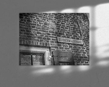 Straatnaambordje aan de muur. von PictureWork - Digital artist