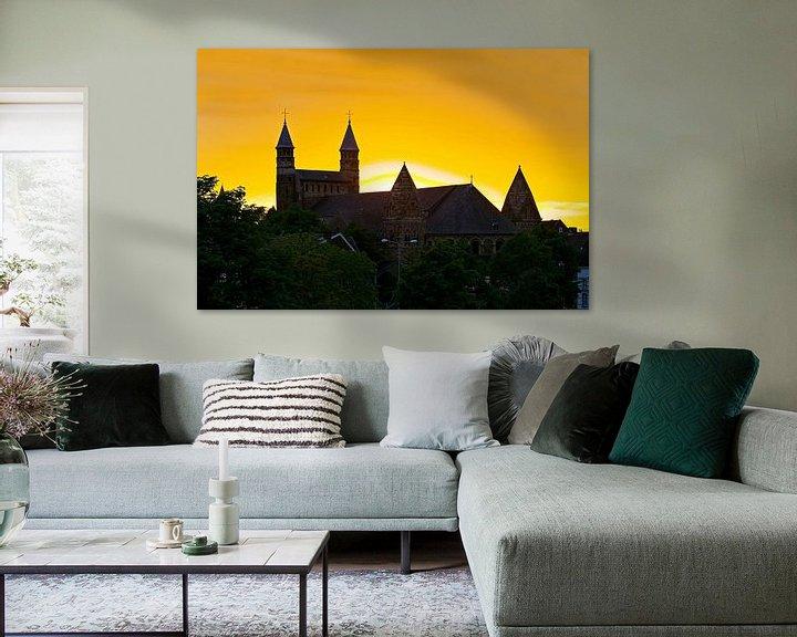 Sfeerimpressie: Zonsondergang Onze Lieve Vrouwebasiliek te Maastricht van Anton de Zeeuw