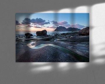 Zonsondergang op het strand van Utakleiv (Lofoten)
