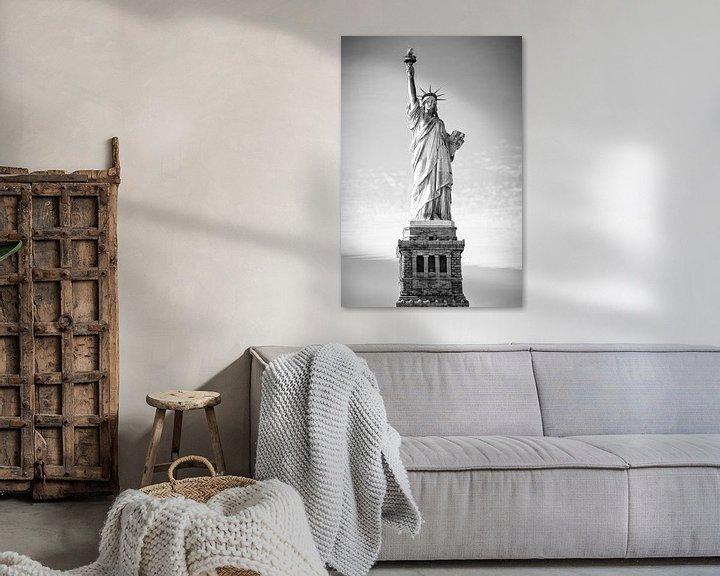 Impression: Statue de la Liberté à New York (en noir et blanc) sur Mark De Rooij