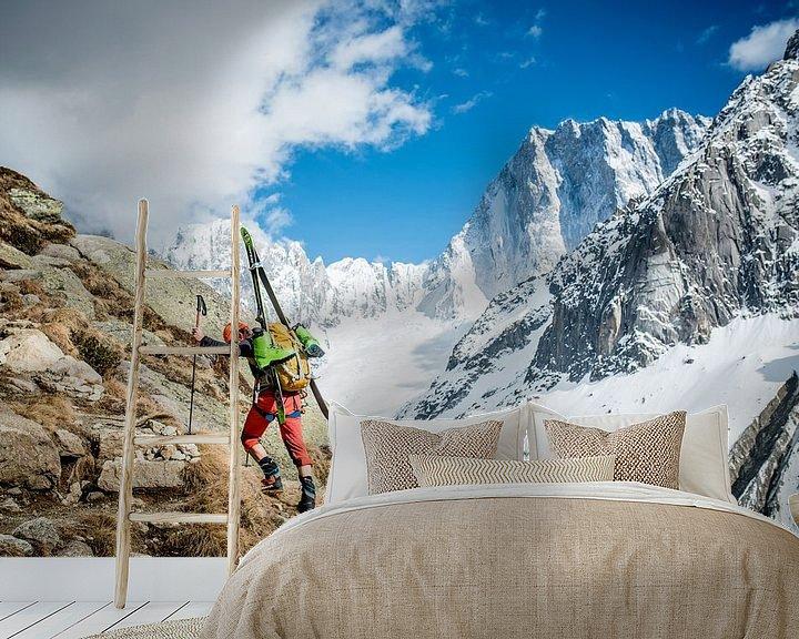 Sfeerimpressie behang: Climber with Ski's Approaching Grand Jorasses   van Ruben Dario