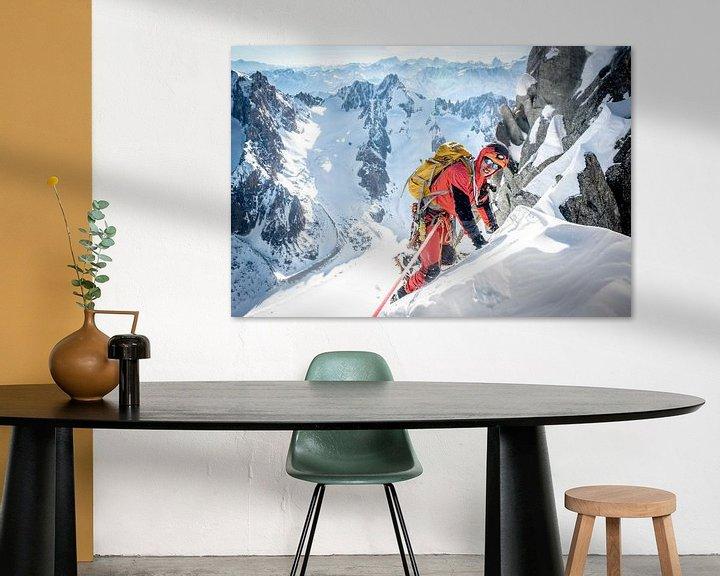 Sfeerimpressie: Klimmer op top graat van Aiguille du Jardin, Chamonix van Ruben Dario