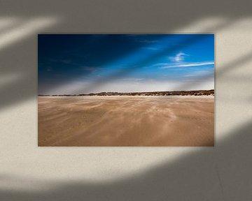 Stuivend zand op strand, Terschelling van Rinke Velds