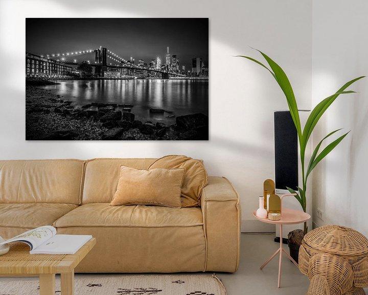 Sfeerimpressie: MANHATTAN SKYLINE & BROOKLYN BRIDGE Nachtwandeling langs de rivier van Melanie Viola