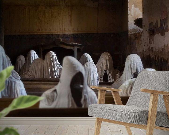 Sfeerimpressie behang: Verlaten Kerk met Spoken. van Roman Robroek