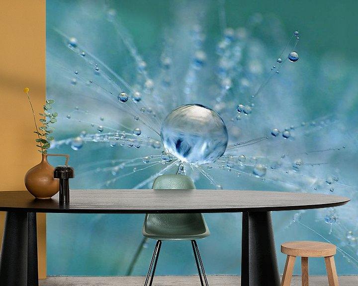 Sfeerimpressie behang: Aqua Fresh (Druppel op Pluis) van Caroline Lichthart