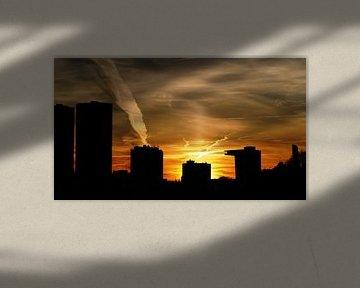 Zonsondergang in Rotterdam van R. Khoenie