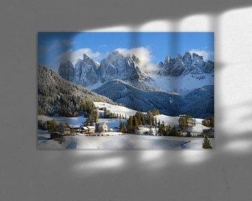 Dolomieten  bergdorp in de winter van iPics Photography