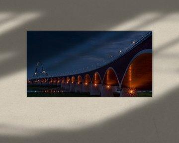 """Memorial bridge """"de Oversteek"""" in the evening van Waldo Kranenburg"""