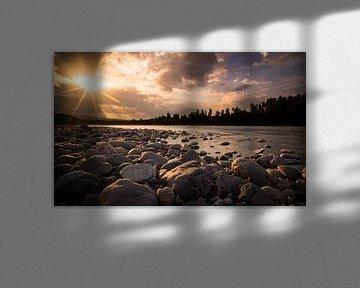 Zon over de Altaelva rivier van Peter Postmus