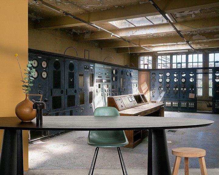 Sfeerimpressie behang: Verlaten  Controlekamer. van Roman Robroek
