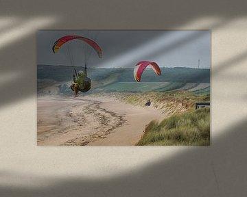 Kitesurfers aan de Normandische kust