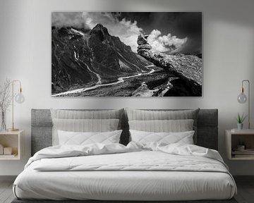 Uitzicht onderweg naar Mount Everest op de bergen van Nepal in het Himalayagebergte van Björn Jeurgens