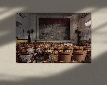 Take a chair and watch... van Anya Lobers