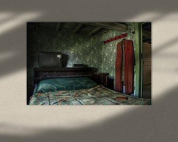 Een verlaten slaapkamer in een eng verlaten huis von Melvin Meijer