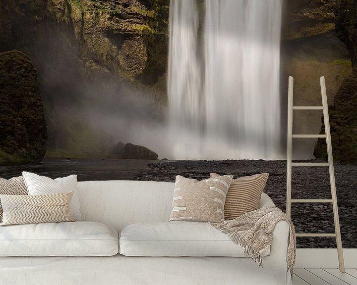 Sfeerimpressie behang: Skógafoss van Ronne Vinkx