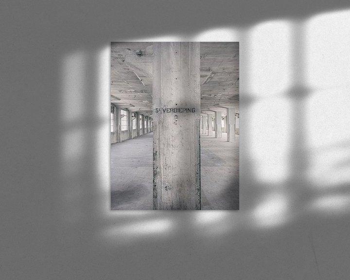 Sfeerimpressie: Verlaten plekken: Sphinx fabriek Maastricht Eiffelgebouw 5e verdieping. van Olaf Kramer