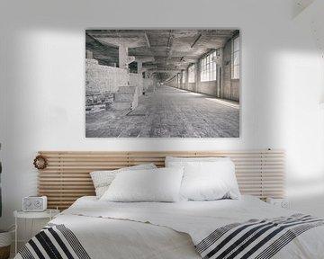 Verlaten plekken: Sphinx fabriek Maastricht Eiffelgebouw bassin en vensters. von Olaf Kramer