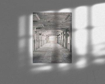 Verlaten plekken: Sphinx fabriek Maastricht Eiffelgebouw kolommen galerij. von Olaf Kramer