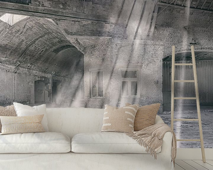 Sfeerimpressie behang: Verlaten plekken: Sphinx fabriek Maastricht lichtstralen van Olaf Kramer
