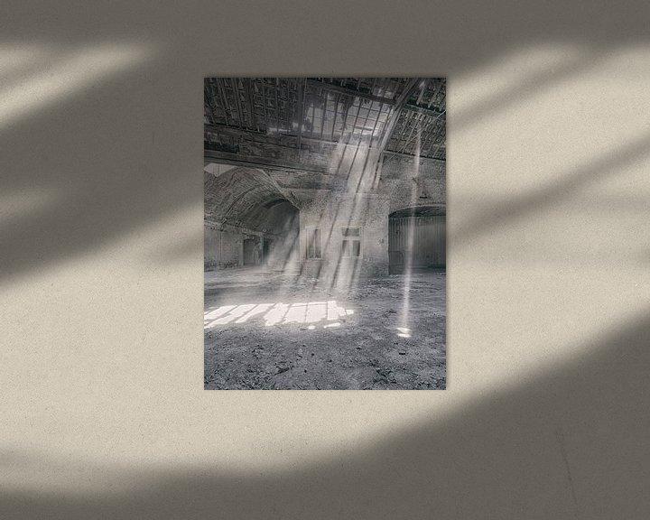 Sfeerimpressie: Verlaten plekken: Sphinx fabriek Maastricht lichtstralen van Olaf Kramer
