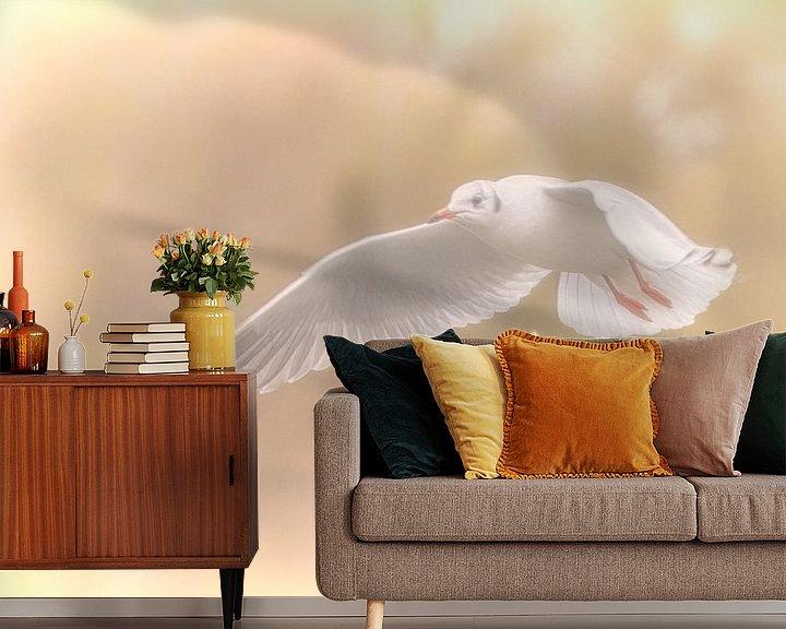 Sfeerimpressie behang: Kokmeeuw in winterkleed van Michiel Leegerstee
