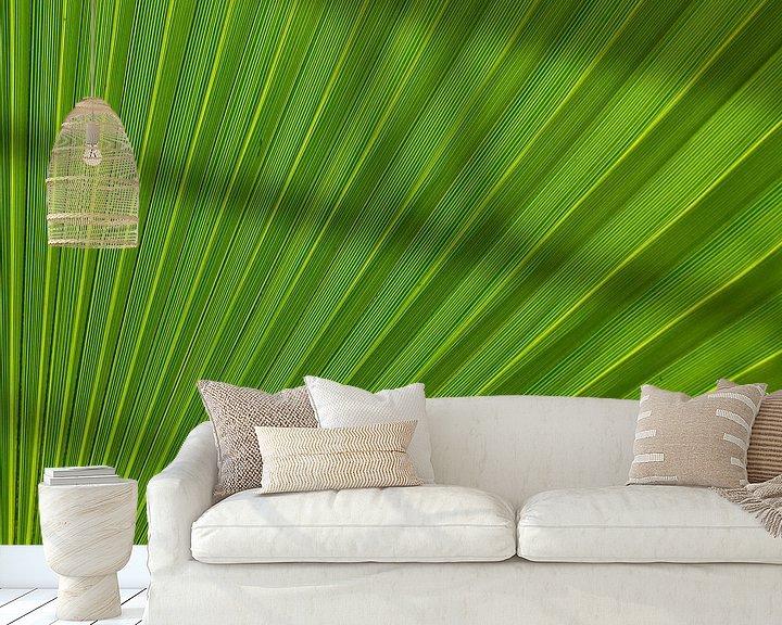 Sfeerimpressie behang: Palm Leaf van Greetje van Son