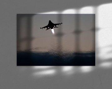 F16 Tijdens Take off van Nico van Remmerden