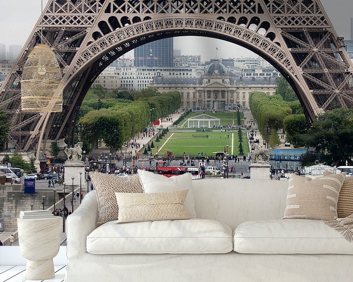 Sfeerimpressie behang: Parijs Eifeltoren van Jim van Iterson
