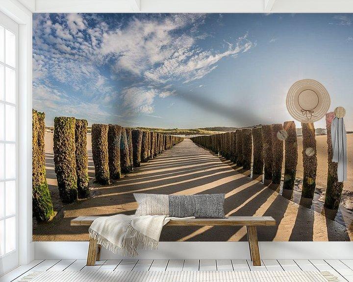 Sfeerimpressie behang: Palenrij op het strand van Westkapelle van Fotografie Jeronimo