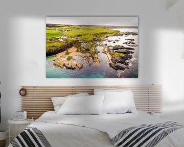 Ballintoy Harbour vanuit de Lucht van Droninger