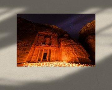 Kerzenlichter in Petra, Jordanien von Laura Vink