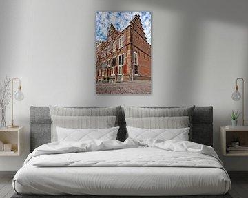 Altes Kaufmannshaus an einer Straßenecke in Amsterdam, Niederlande von Sjoerd van der Wal