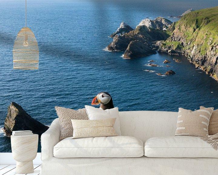 Sfeerimpressie behang: Papegaaiduiker boven op een klif aan de Schotse kust van Nature in Stock