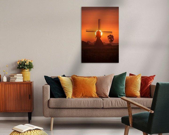 Sfeerimpressie: molen met opkomende zon van Bart Hardorff