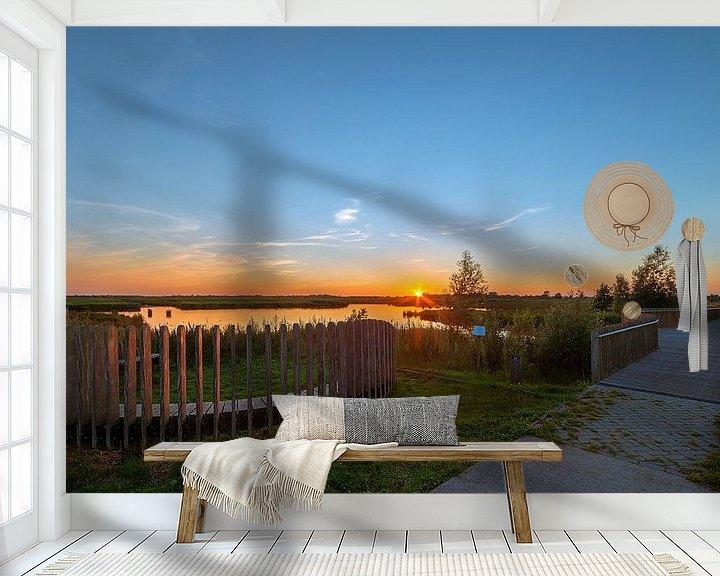 Sfeerimpressie behang: Mijmerbank in De Onlanden Matsloot tijdens zonsondergang van R Smallenbroek