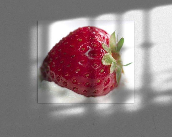 Sfeerimpressie: Aardbei op een bedje van slagroom van Sybren Visser