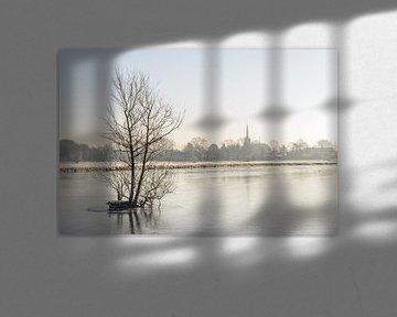 Bevroren rivier de Mark op een vroege winterochtend.