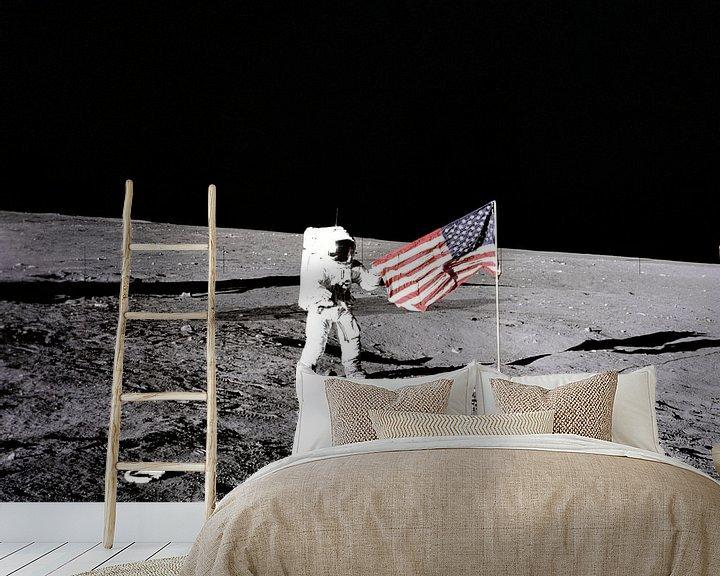 Sfeerimpressie behang: Moonwalk, Pete Conrad 1969 van Moondancer .