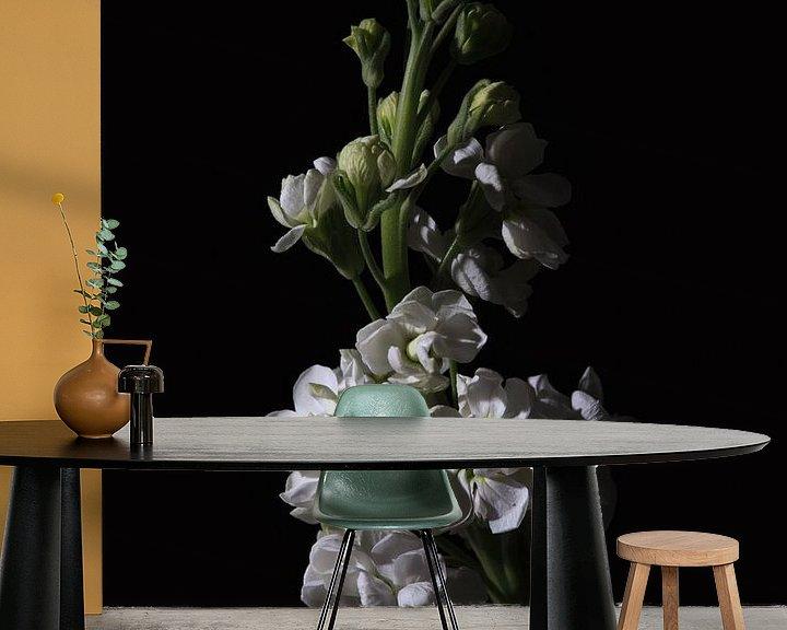 Sfeerimpressie behang: Low key bloem - Violier van Tim Abeln