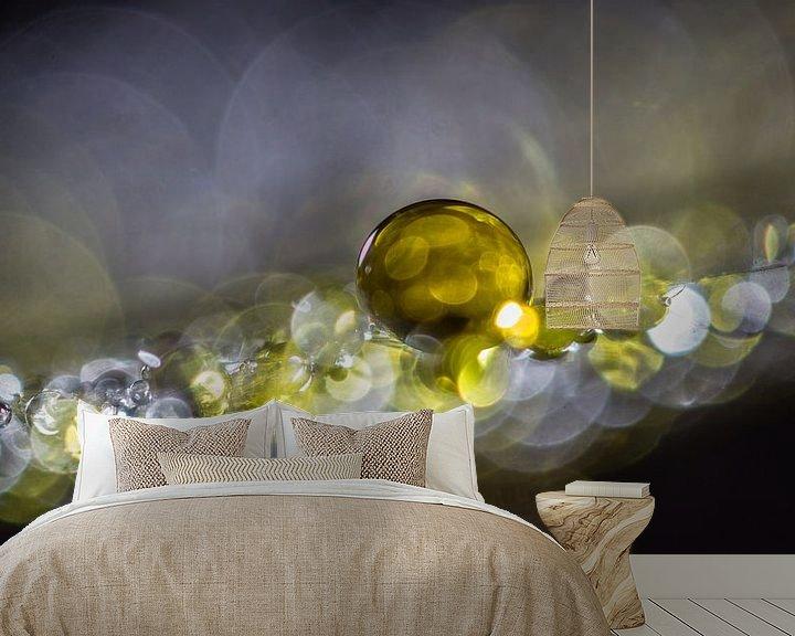 Sfeerimpressie behang: Druppels op een morgenster pluisje 1 van Bert Nijholt