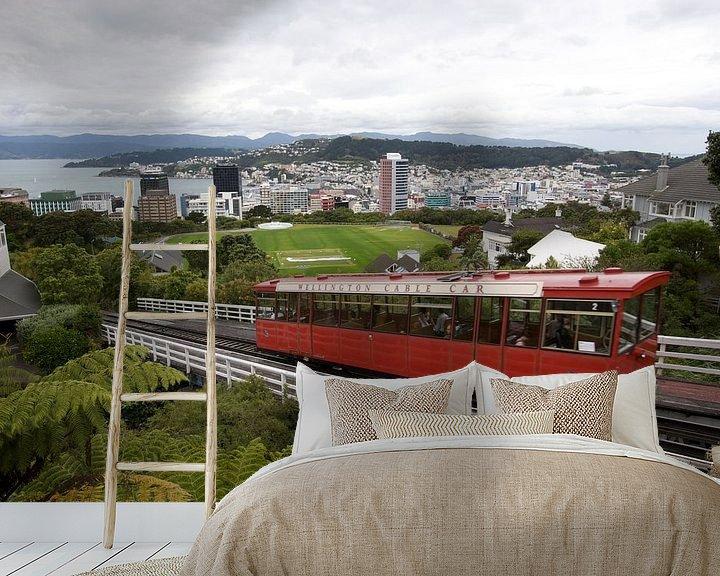 Sfeerimpressie behang: Wellington Cable car van Eddo Kloosterman