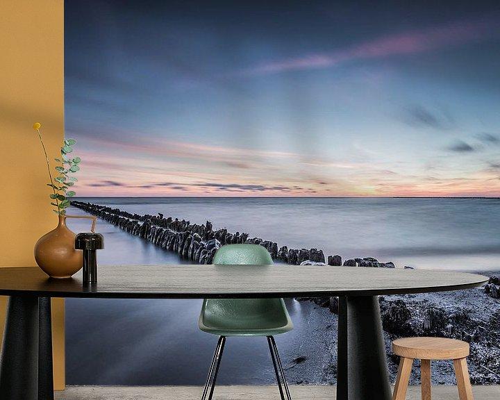 Sfeerimpressie behang: Sereen uitzicht op het IJsselmeer 1 van Bert Nijholt