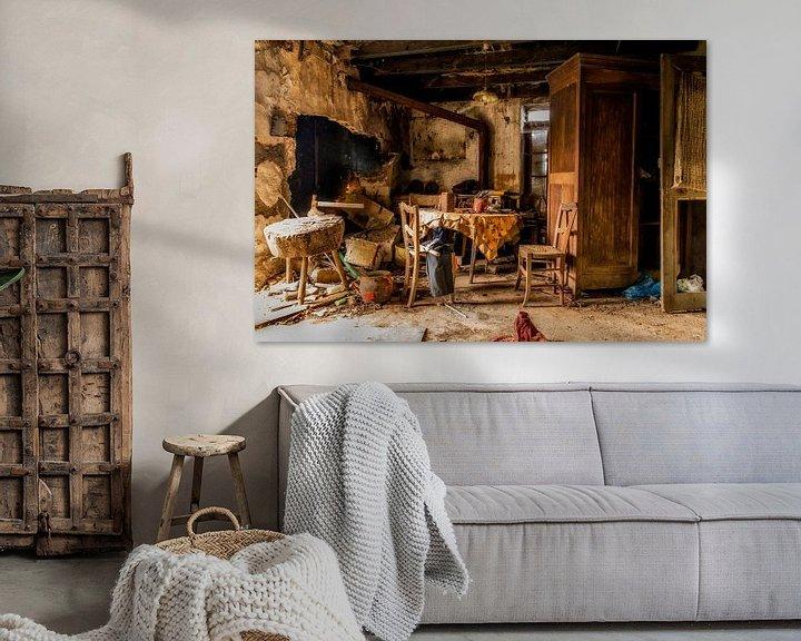Sfeerimpressie: Een verlaten interieur. van Don Fonzarelli