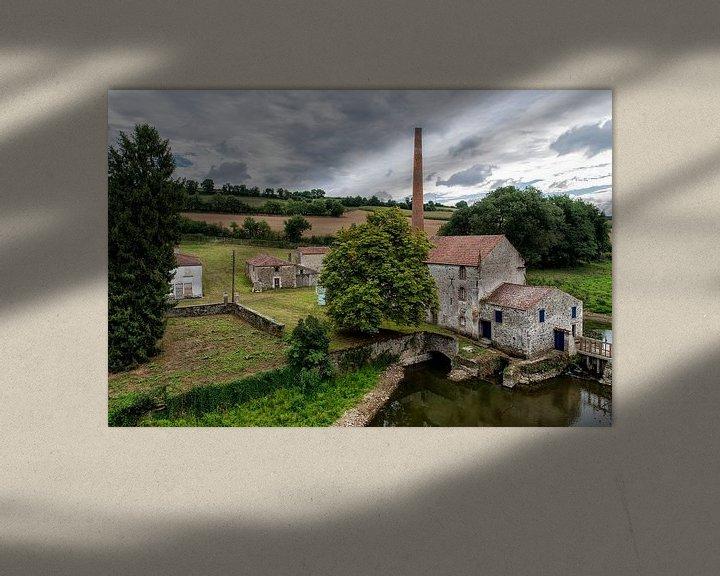 Sfeerimpressie: Een verlaten fabriek bij le Pont Charron. van Don Fonzarelli