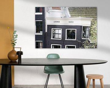 Altes Grachtenhaus in Amsterdam von Foto Amsterdam / Peter Bartelings