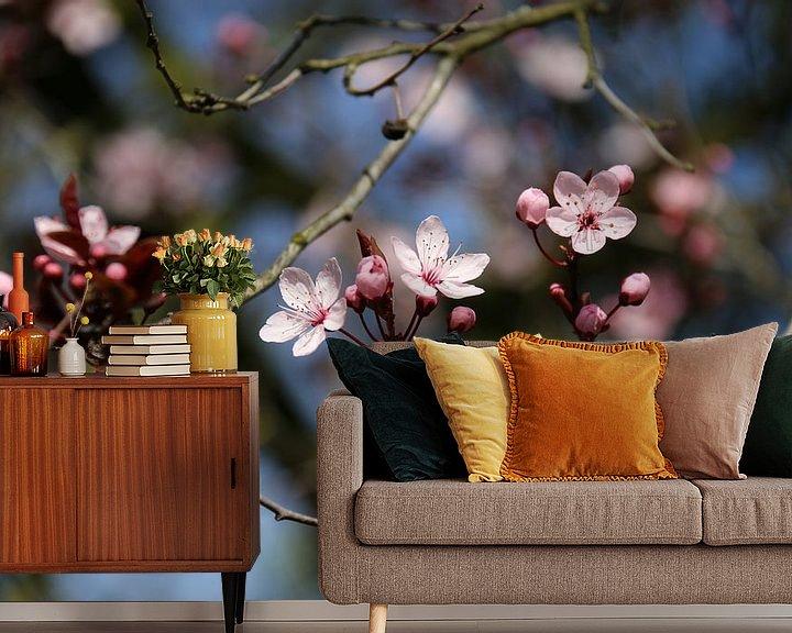 Sfeerimpressie behang: Lichtroze bloesem van Rianne Fotografeert
