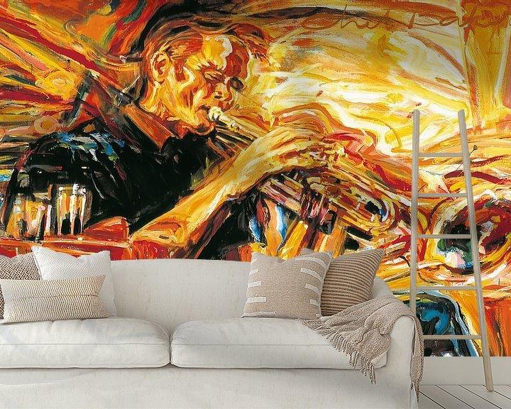Sfeerimpressie behang: Chet Baker playing his trumpet van Frans Mandigers