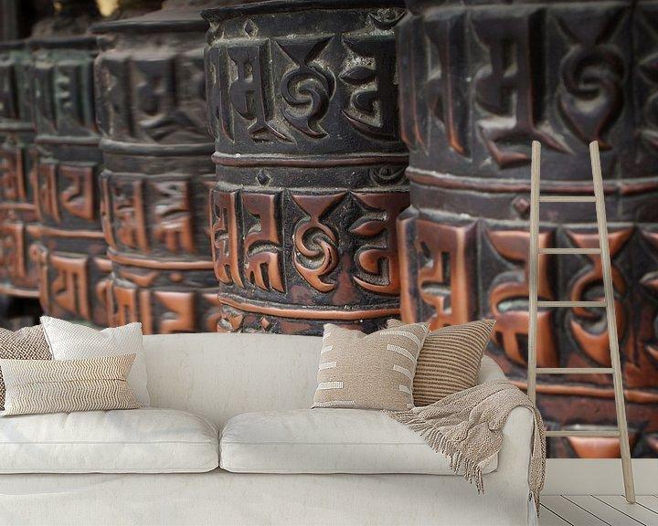 Sfeerimpressie behang: Gedecoreerde boeddhistische gebedswielen in Nepal van iPics Photography